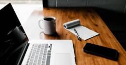 Antje Bracke is beschikbaar tot drie dagen per week vanaf april 2021 om CEO's en HR-managers te helpen met interim HR management of HR-proces verbetering. hoto by Andrew Neel on Unsplash